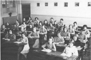 1962 classe Hélène KRUSINSKI numérisée gris